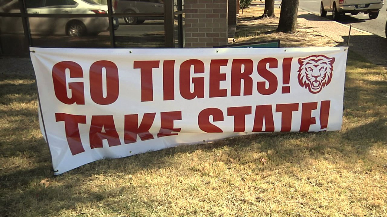 Tiger pride is evident everywhere you look in Ardmore. (KTEN)