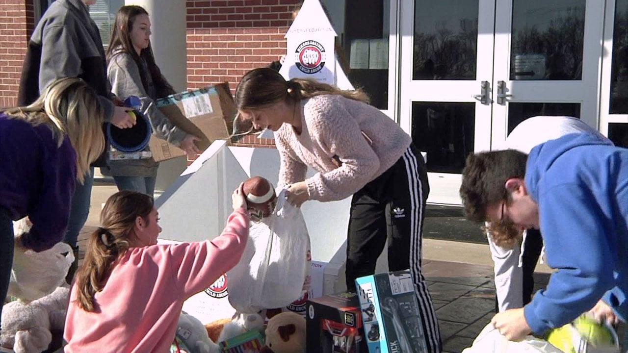 Van Alstyne students get toys ready for distribution. (KTEN)