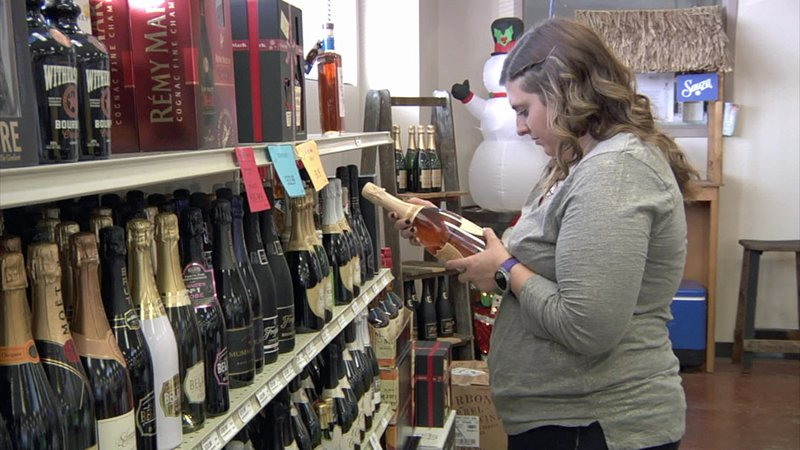 Customers make New Year's Eve selections at a Denison liquor store. (KTEN)