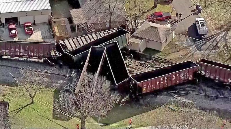 A Union Pacific freight train derailed in Aubrey, Texas, on January 9, 2019. (KXAS)