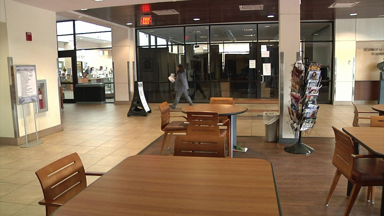 The lobby of the Durant public library will welcome the homeless on cold winter nights. (KTEN)