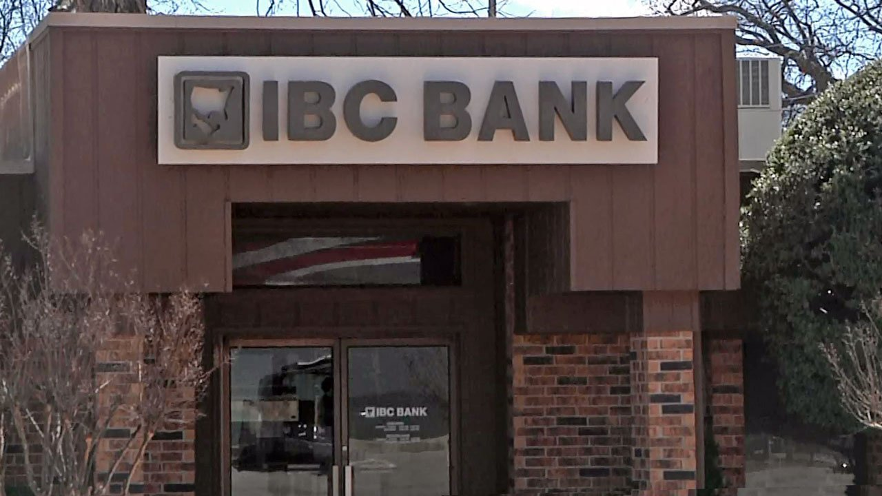 Pauls Valley police were looking for a man who robbed IBC Bank on March 12, 2019. (KTEN)