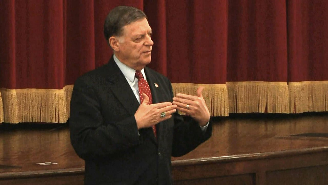 Rep. Tom Cole meets with constituents in Ada on March 18, 2019. (KTEN)