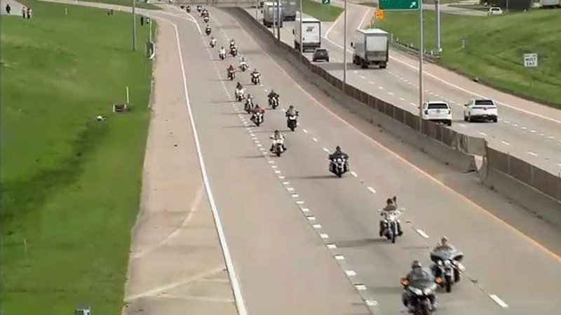 A miles-long motorcade welcomes Medal of Honor winners to Gainesville, Texas. (KTEN)