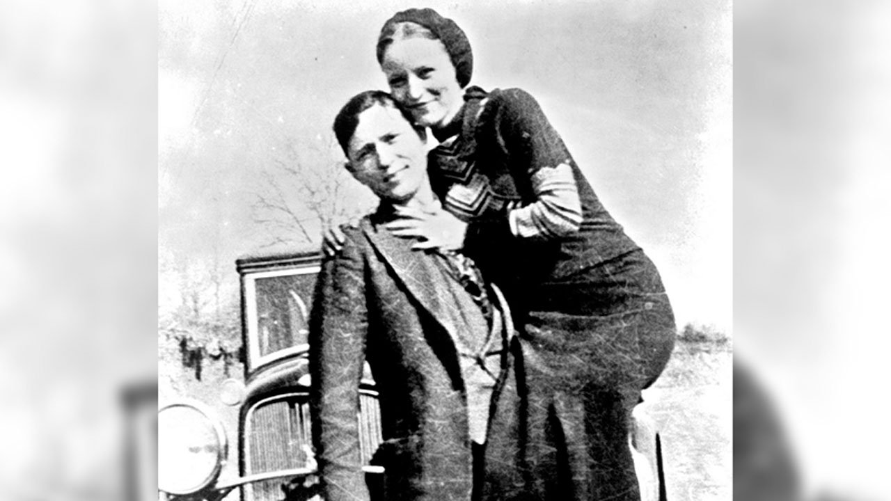 Bonnie Parker and Clyde Barrow pose for a photo in the early 1930s. (Archive.org)