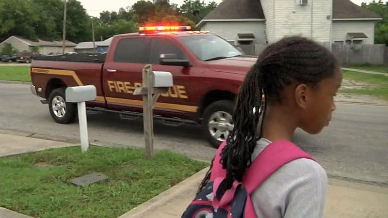 The chief's vehicle pulls up to take Sa'lasja Chapman to school. (KTEN)