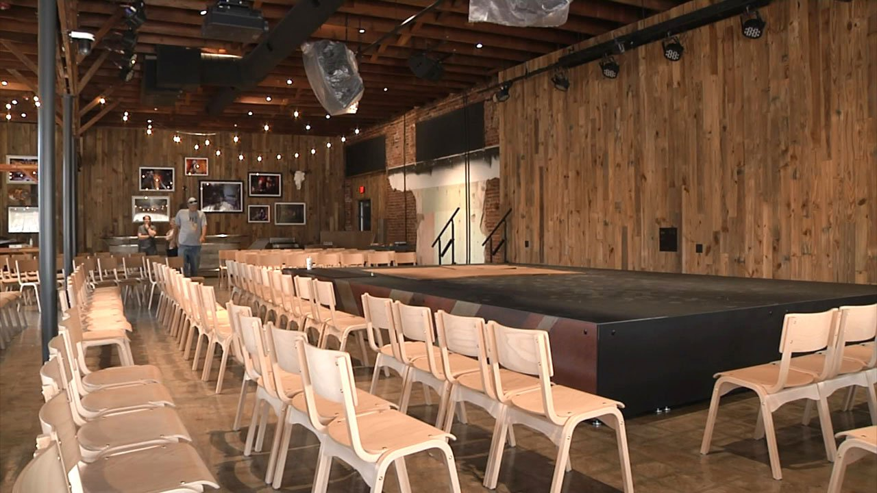 The stage at The Doghouse in Tishomingo is ready for music. (KTEN)