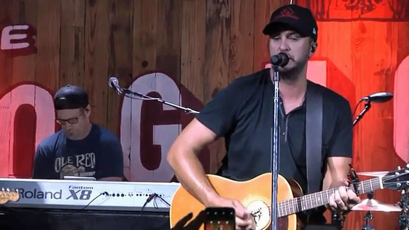 Luke Bryan helped inaugurate The Doghouse in Tishomingo. (KTEN)