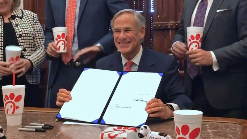 Texas Gov. Greg Abbott publicly signs SB 1978 on July 18, 2019. (Twitter/@GregAbbott_TX)