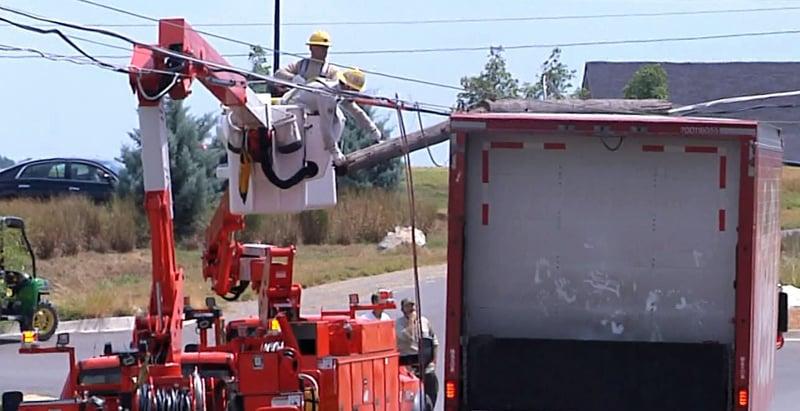 Utility crews work to restore power at Lake Murray State Park. (KTEN)
