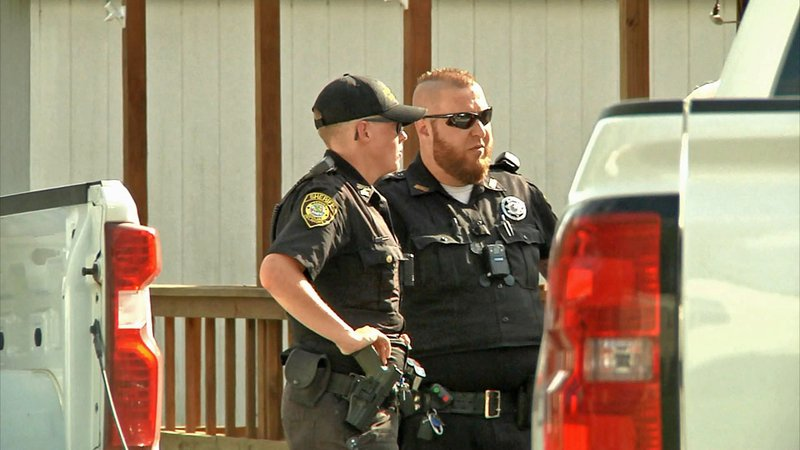 Marshall County deputies investigate the aftermath of an altercation at a mobile home park near Kingston on September 29, 2019. (KTEN)