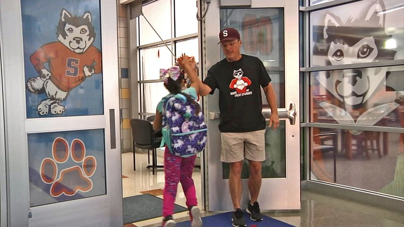 A member of the Sory Elementary DOGS greets a student on Friday morning. (KTEN)