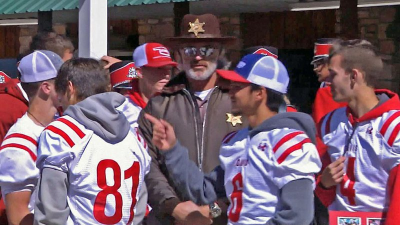 Davis High School football players interact with Sooners great Brian Bosworth. (KTEN)
