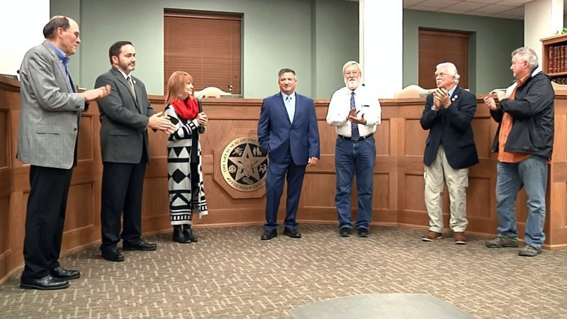 The Durant City Council welcomes John Dean, center, as the new city manager on October 29, 2019. (KTEN)