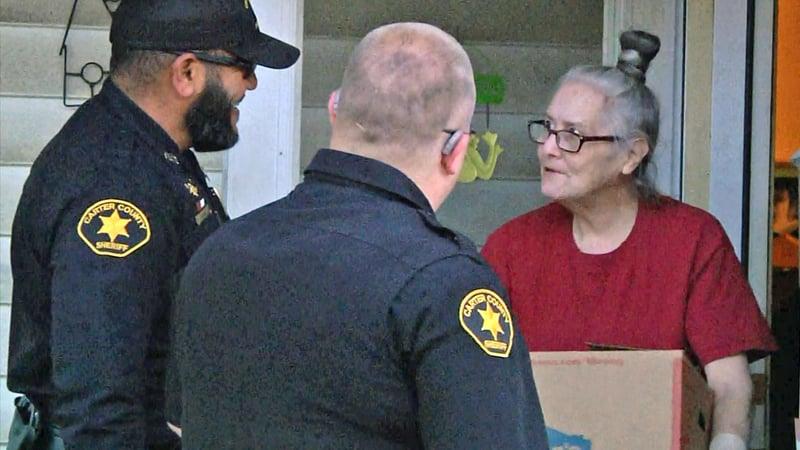 Carter County deputies deliver a Thanksgiving meal to P.J. Jordan. (KTEN)