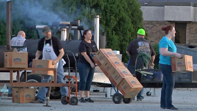 Meals prepared by Elks Lodge #1906 were delivered by Carter County Sheriff's Office personnel. (KTEN)