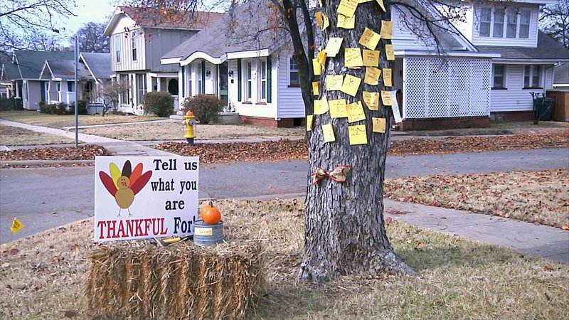 Tracie Mordy invites visitors to share their notes of thanks on a tree. (KTEN)