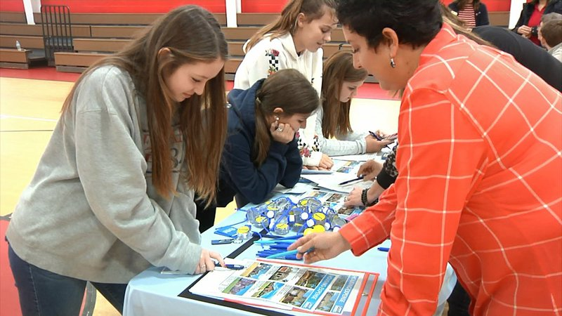 Pottsboro 8th graders got some sound financial advice for their adult lives. (KTEN)