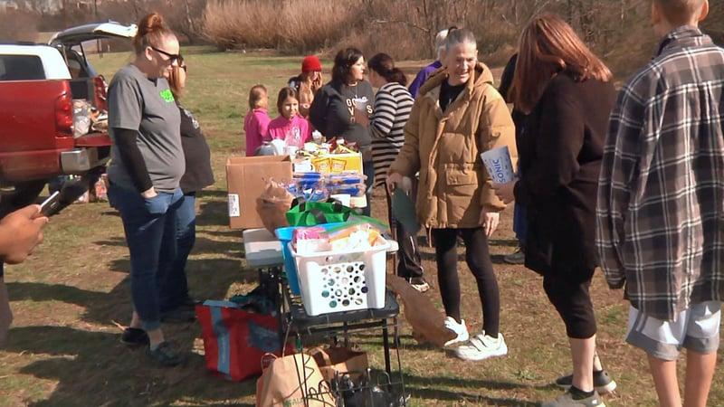 Members of 903 Mindful helping the homeless in Sherman. (KTEN)